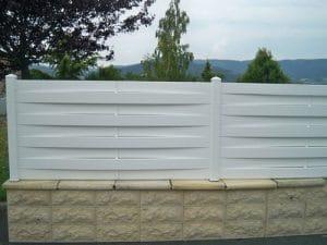 Une barrière en PVC en kit pour la sécurité de sa maison