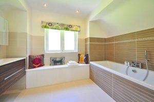 Comment aménager la salle de bains d'une personne âgée ?