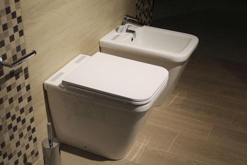 Toilettes pour personnes à mobilite reduite (PMR)