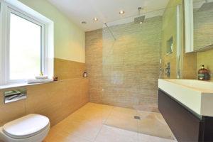 CEGELASTIC de Sika marque CEGECOL : pour une étanchéité simplifiée en douches à l'italienne
